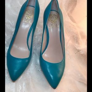 Vince Camuto leather turquoise 4-inch pump